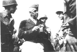 MG Hibbs instructs troops at Camp Van Dorn