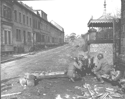Antitank gun crew 253d Inf Kleinblittersdorf