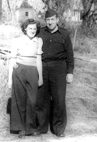 Lt Hilstrom and wife in Centreville, MS 1943